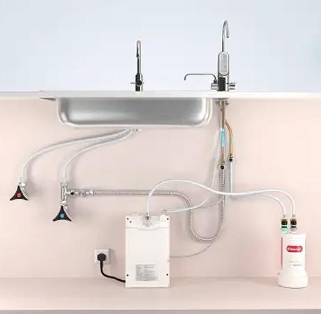 Máy lọc nước ion kiềm Kangen  dạng lắp dưới chậu có phần thân máy chính có thể đặt gọn bên dưới vòi rửa