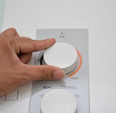 Máy nước nóng được trang bị hệ thống cảm biến nhiệt, đảm bảo nhiệt luôn ở mức cho phép